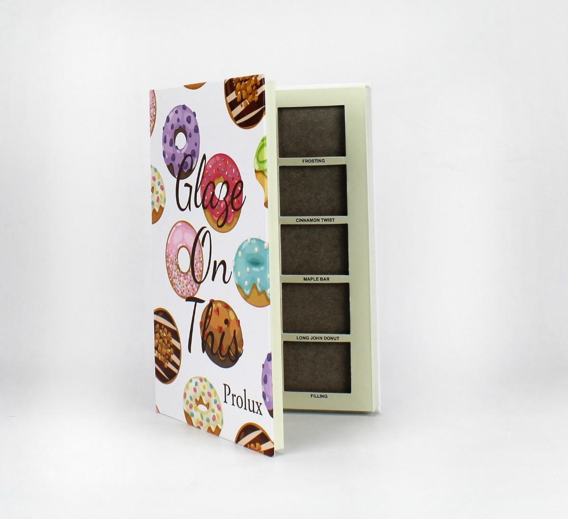 Boîte avec encoches en carton