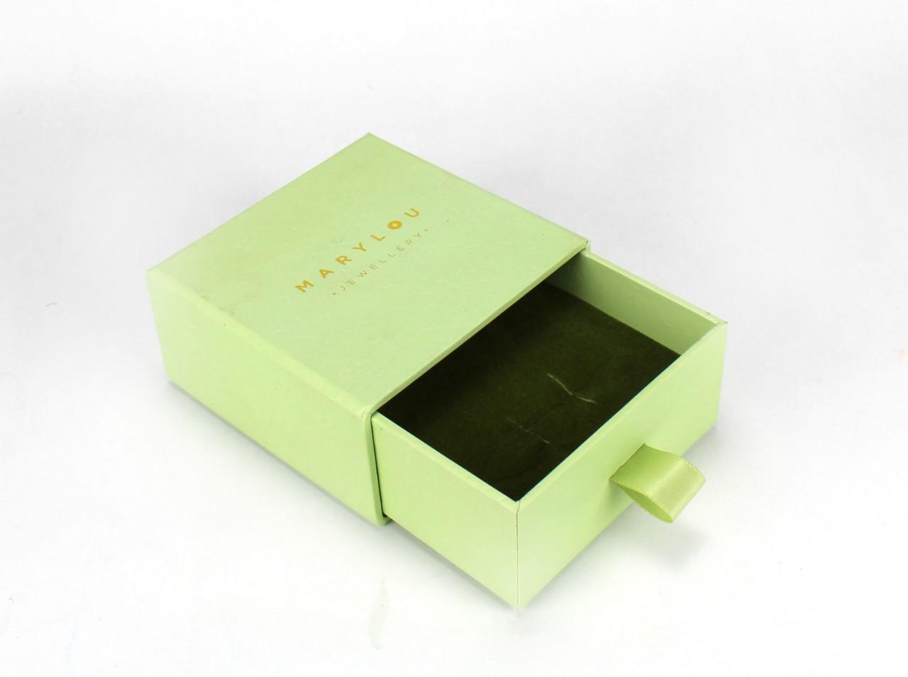 Boîte carré en carton